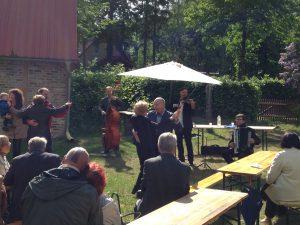 Tanz im Fliedergarten